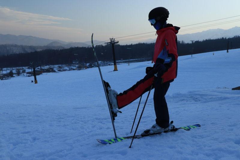 スキー板のトップ を上げる