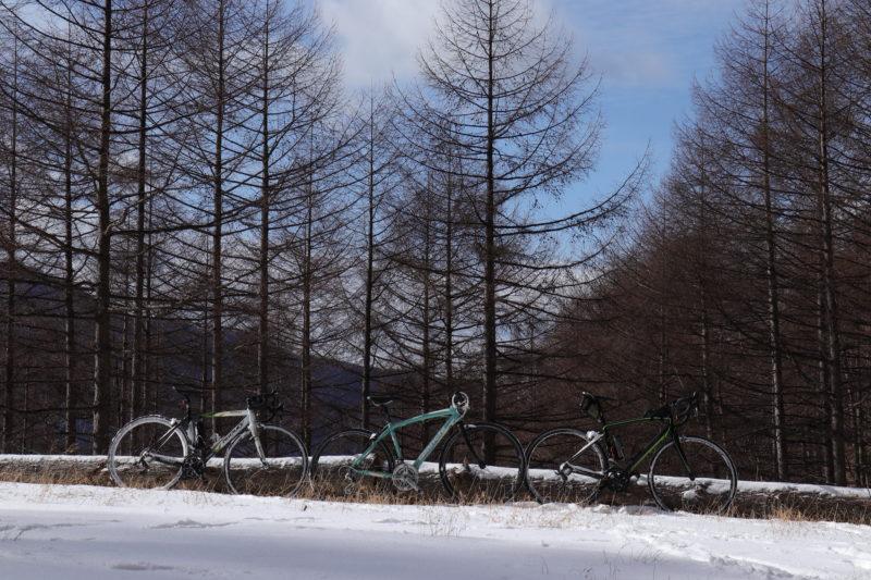 林道に置かれた自転車