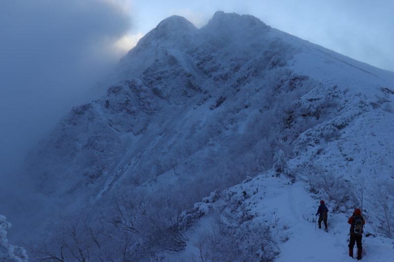 夜明けの塩見岳
