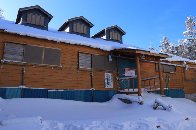 冬の三伏峠小屋