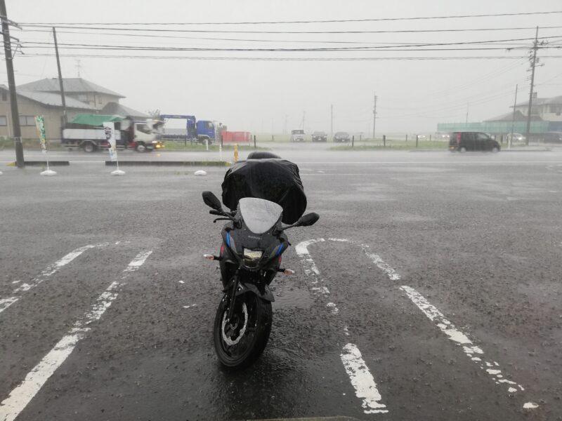 バイクツーリングで大雨に遭う