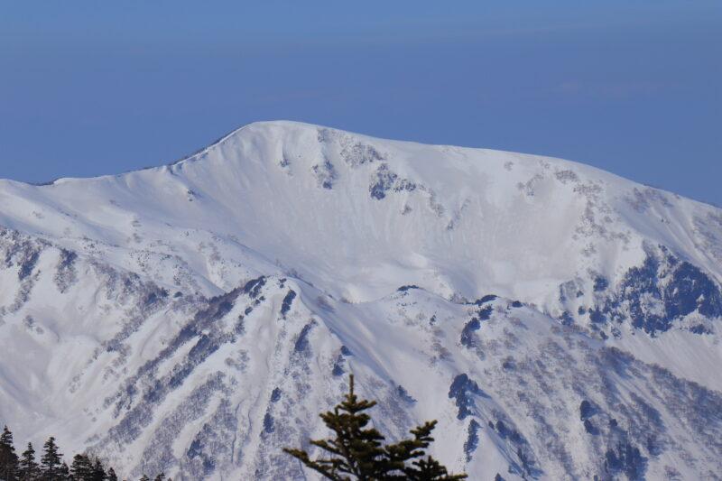 冬の雪倉岳